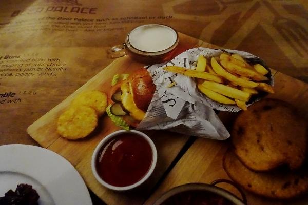 L'hamburger così come raffigurato nel menu del ristorante