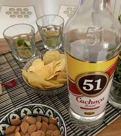 Come si fa la caipirihna, il famoso cocktail brasiliano a base di cachaca?