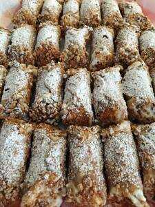 Cannoli alla ricotta siciliani - Ricetta originale con ricotta di pecora, canditi e cannella